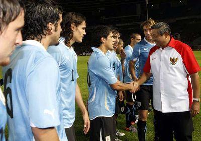 SBY Tonton Indonesia vs Uruguay