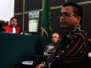 Denny Indrayana Bersaksi untuk Gayus