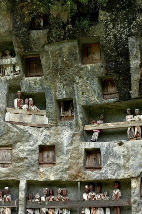 Meriahnya Upacara Kematian di Toraja