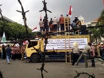 Ribuan Petani Tebu Demo Kantor Gubernur
