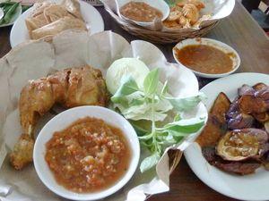 Mencicipi Hidangan Banyumasan di Denpasar