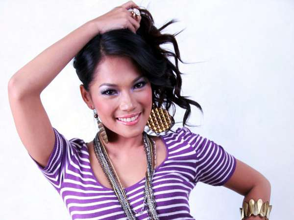 Gaya Casual Jenny Cortez