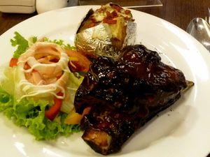 Mencicipi Steak dan Ribs Istimewa di de Gourmet