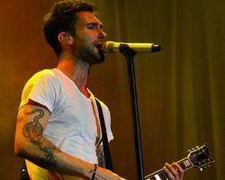 Maroon 5 Suguhkan Konser Penuh Energi di Jakarta