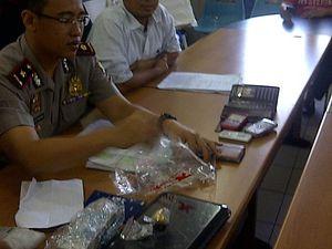 Mencuri, Anggota TNI dan Pacarnya Dibekuk