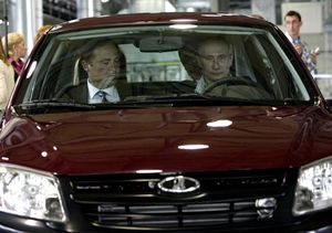Vladimir Putin Coba Mobil Sedan