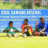 Impian Anak-anak Papua Menjebol Gawang Arsenal