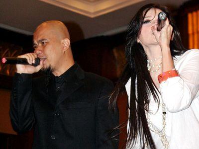 Mulan dan Dhani Nyanyi Bareng