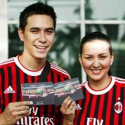 Donna-Darius Berburu Tanda Tangan Pemain AC Milan Glorie