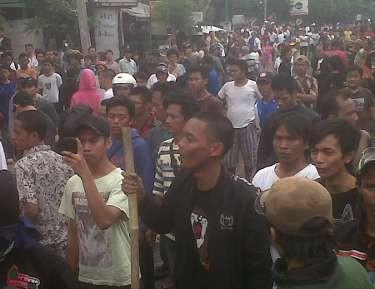 Tawuran Pecah di Jl Arjuna Utara, Lalin Tol Tomang Tersendat