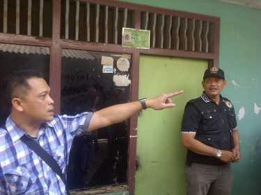 Foto di dalam Kardus TV Dicuri Rahmat Untuk Mengelabui Polisi