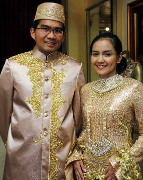 Gaun Pernikahan Intan Nuraini Tren 2012