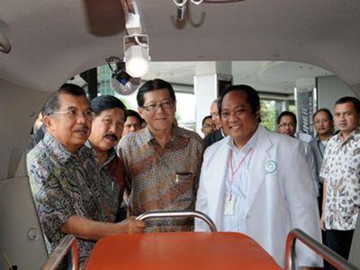 Toyota Sumbang Ambulans untuk PMI