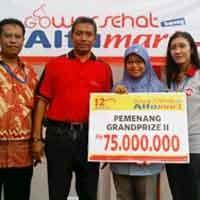Umih Terima Hadiah Grand Prize Gowes Alfamart Rp 75 Juta