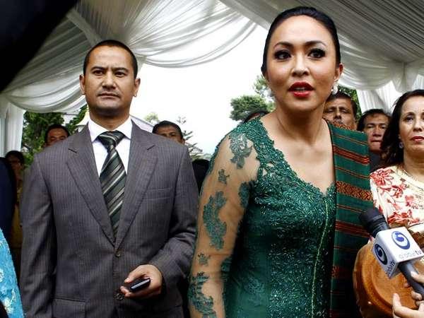 Angie & Muji Hadiri Pernikahan Ibas