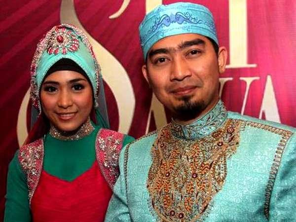 Ustad Solmed & April Bergaya Bollywood
