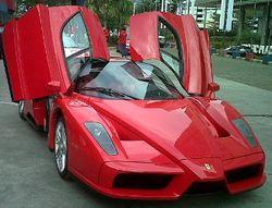 Emirsyah Satar Jalan-jalan dengan Ferrari