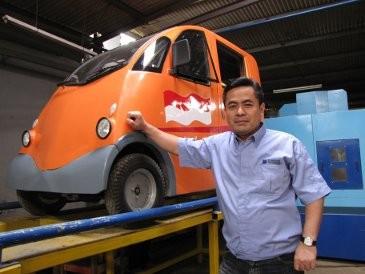 Melongok Pabrik Mobil Rakyat