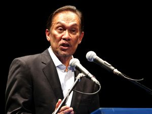 Anwar Ibrahim Bicara Korupsi di Malaysia