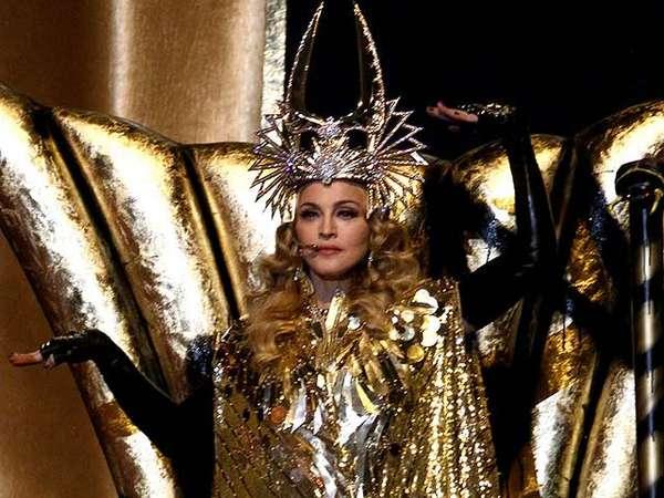 Aksi Spektakuler Madonna di Super Bowl
