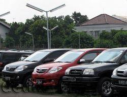 Jual Beli Mobil Sambil Jongkok