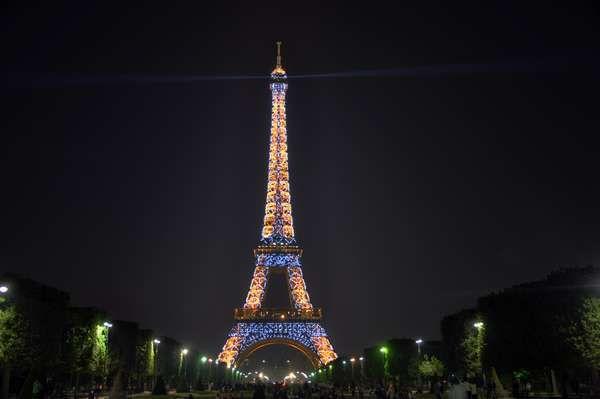 Eiffel tower with thousand lamps (dok. Irfan Prabudiansyah/dtraveller)