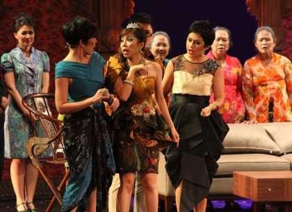 Menyelamatkan Batik Kudus Lewat Kabaret