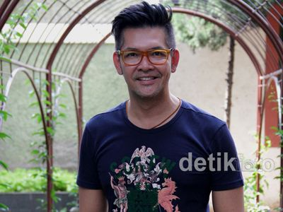Ferry Salim Tetap Fashionable di Usia 45