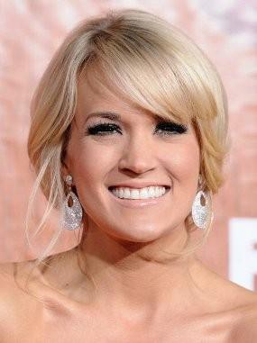 Carrie Underwood Tidak Mau Tidur Bareng Suami Saat Tur