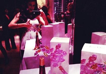 Rilis Parfum, Selena Gomez Terinspirasi Mary-Kate & Ashley Olsen