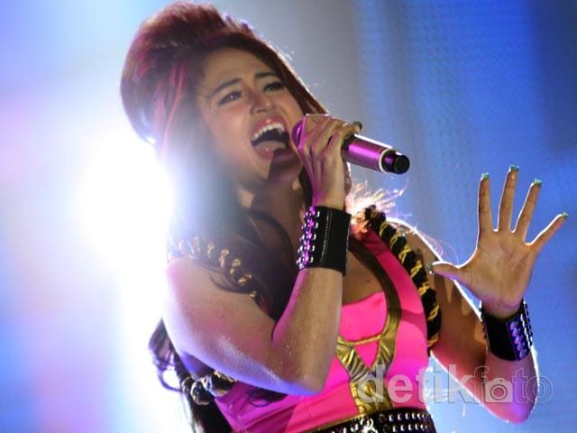 Dewi Persik Nge-Rock dengan Musik Melayu