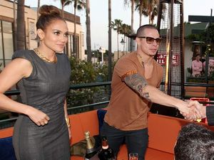 J-Lo Hang Out Bareng Brondongnya