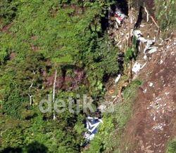 Ditemukan Jenazah Berparasut Tergantung di Pohon, Diduga Pilot Sukhoi