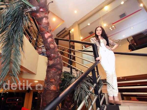 Pesona Si Cantik Arumi Bachsin