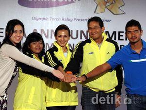 Bambang Pamungkas Bawa Api Obor Olimpiade 2012