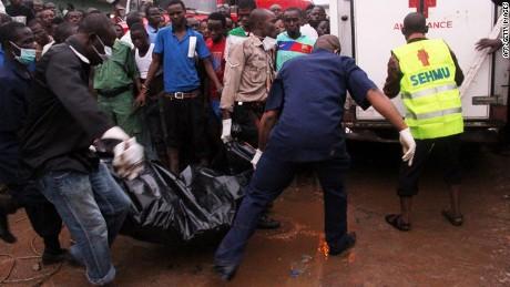 Ribuan Orang Padati Lokasi Pesawat Nigeria, Polisi Lepas Gas Air Mata