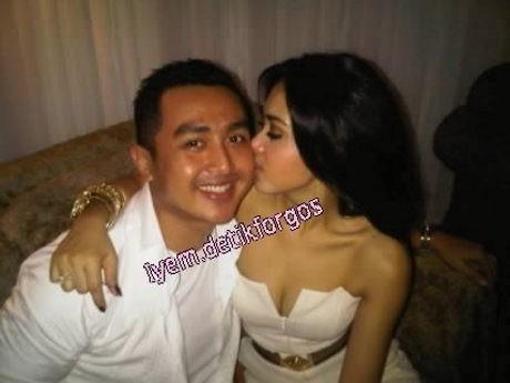 Foto Ciuman dengan Cowok Beredar, Syahrini Santai