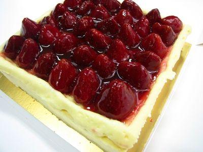 Yummy... Asyiknya Mencicipi 5 Strawberry Cheesecake Lezat!