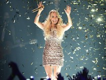 Carrie Underwood Berkilau di Panggung