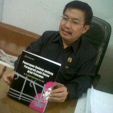 Hakim di Bandung Buat Buku Soal Kasus Ariel \Peterpan\