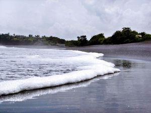 Nikmati Harmonisasi Alam Bali di Pantai Nyanyi