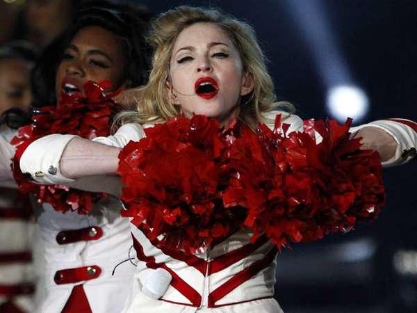 Aksi Madonna Jadi Cheerleader