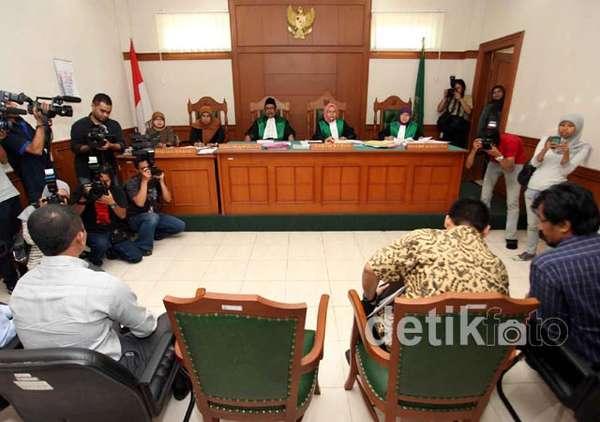 Sidang Cerai Perdana Paramitha Rusady Ditunda