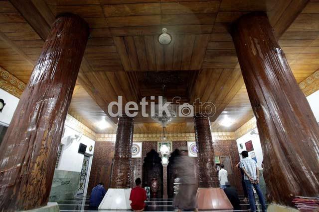 Gang Senggol Antar Anda ke Masjid Perahu