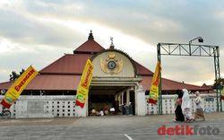 Perpaduan Budaya dan Agama yang Apik di Masjid Gedhe Kauman