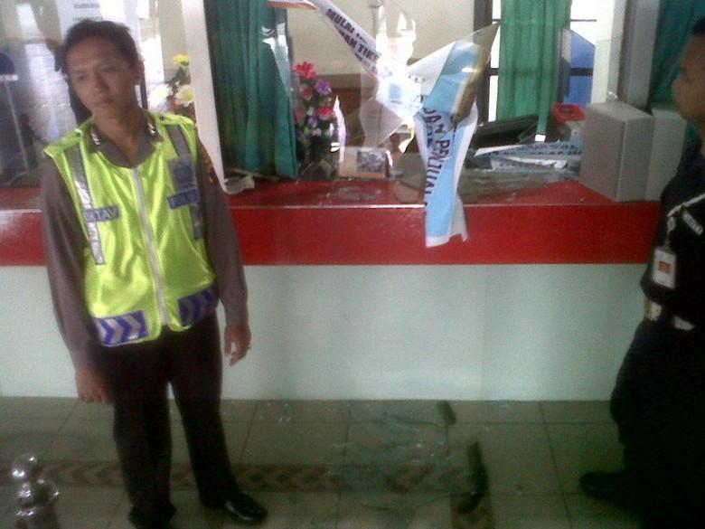 Oknum TNI Pecahkan Kaca di Stasiun Purwokerto Gara-gara Calo Tiket Merajalela