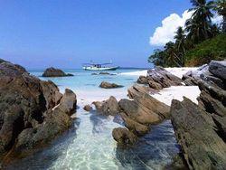 Pantai-pantai Ini Punya Istana Bawah Laut yang Memukau