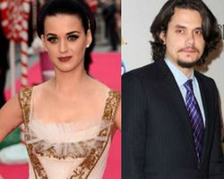 Katy Perry Senang-senang di Disneyland Pasca Putus dari John Mayer