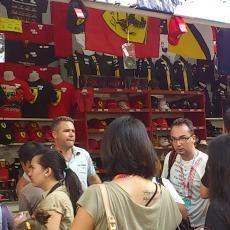 Merchandise Ferrari & Red Bull Paling Diburu