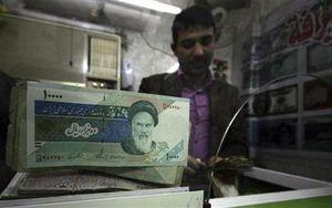 Mata Uang Iran Anjlok, Hillary Salahkan Pemerintah Ahmadinejad